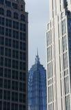 Reflexion på en skyskrapa royaltyfria foton
