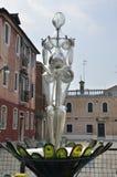 Reflexion på glass skulptur Royaltyfri Foto