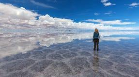 Reflexion på Salt Lake Uyuni & x28; bolivia& x29; Arkivbilder