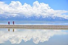 Reflexion på sayramsjön Fotografering för Bildbyråer