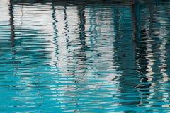 Reflexion von ein Pier im Wasser von See Stockbilder