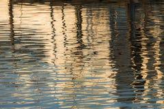 Reflexion von ein Pier im Wasser von See Lizenzfreie Stockfotografie