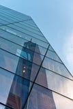Reflexion von einem World Trade Center Stockbild