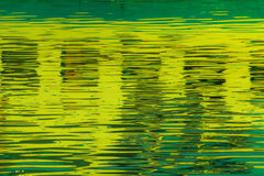 Reflexion von Fenstern im Wasser von See Lizenzfreies Stockfoto