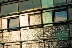 Reflexion von Meer in der Fassade des Bahnhofs in Adler Lizenzfreie Stockfotografie