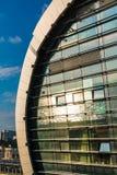 Reflexion von Meer in der Fassade des Bahnhofs in Adler Lizenzfreies Stockbild