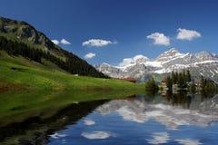 Reflexion von Schweizer Alpen, die Schweiz Lizenzfreies Stockbild