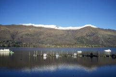 Reflexion von See Wanaka Stockfotos