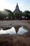 Reflexion von Shwesandaw-Tempel in der Morgenzeit Lizenzfreie Stockfotografie