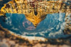 Reflexion von Shwezigon Lizenzfreie Stockbilder