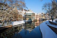 Reflexion von Straßburg während des Winters Lizenzfreie Stockfotos