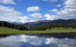 Reflexion von Wolken Stockbild