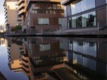 Reflexionen auf dem Kanal-Wasser lizenzfreie stockfotografie