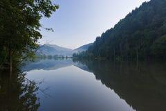 Reflexionen auf dem See stockfoto