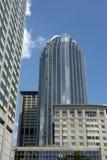 Reflexionen auf modernem Gebäude Lizenzfreie Stockbilder