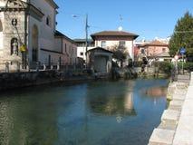 Reflexionen auf Naviglio Martesana Lizenzfreie Stockfotografie