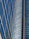 Reflexionen auf Wolkenkratzer Stockfotos