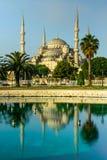Reflexionen av den blåa moskén (den Sultanahmet moskén) Arkivbild