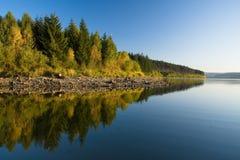 Reflexionen der Herbstlandschaft Lizenzfreies Stockfoto