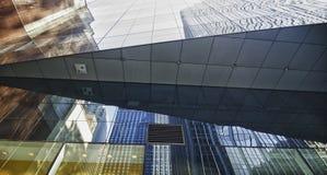 Reflexionen der New- York Citywolkenkratzer Stockfotos