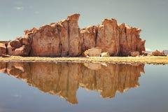 Reflexionen in der schwarzen Lagune schwärzen See, Tal der Felsen, n Lizenzfreie Stockfotografie