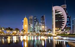 Reflexionen der Skyline von Doha, Katar Lizenzfreie Stockfotos