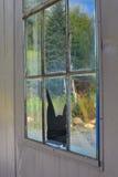Reflexionen in der zerbrochenen Fensterscheibe Lizenzfreie Stockfotografie