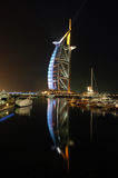 Reflexionen des Burj Al-Arabers Stockbild