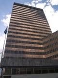 Reflexionen in einem modernen Gebäude Stockbilder