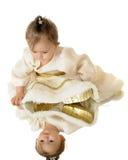 Reflexionen einer kleinen Schnee-Prinzessin Lizenzfreie Stockfotografie