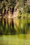 Reflexionen för vattenfall` s på Plitvicka sjöar parkerar royaltyfri fotografi