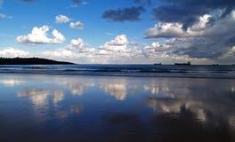 Reflexionen im Strand Stockbilder