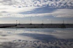 Reflexionen in Leigh-auf-Meer, Essex, England lizenzfreie stockfotos