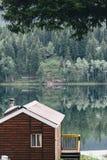 Reflexionen am niederländischen See Lizenzfreie Stockbilder