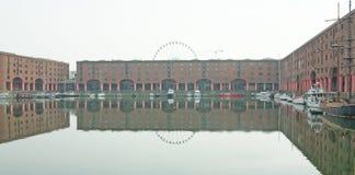 Reflexionen um das Dock Lizenzfreies Stockfoto