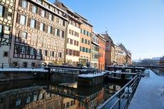 Reflexionen von Straßburg während des Winters Lizenzfreie Stockfotografie
