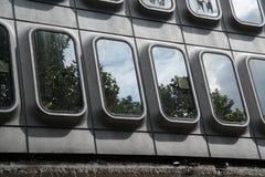Reflexionen in Windows stockbild