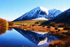 Reflexioner av bergen Royaltyfria Foton