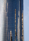 Reflexion av gammala byggnader i en skyskrapa Royaltyfri Fotografi