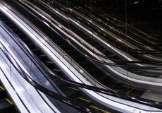 Reflexioner av galleriarulltrappatrappa med mjuka Illuminace omkring Arkivfoto