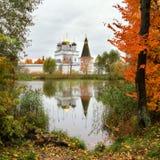 Reflexioner av hösten royaltyfri foto