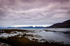 Reflexioner av moln och berg Royaltyfria Bilder