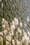 Reflexioner av molnig himmel på en glass fasad, sepiaeffekt Arkivfoton