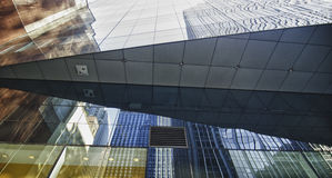 Reflexioner av New York City skyskrapor Arkivfoton
