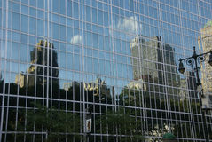 Reflexioner av skyskrapor Royaltyfria Foton