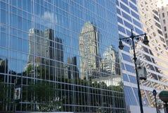 Reflexioner av skyskrapor Arkivbild