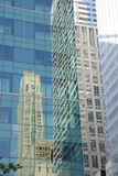 Reflexioner av skyskrapor Arkivfoton