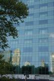 Reflexioner av skyskrapor Royaltyfria Bilder