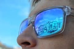 Reflexioner av Venedig i solglasögon arkivfoton