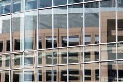 Reflexioner i Windows Arkivfoton